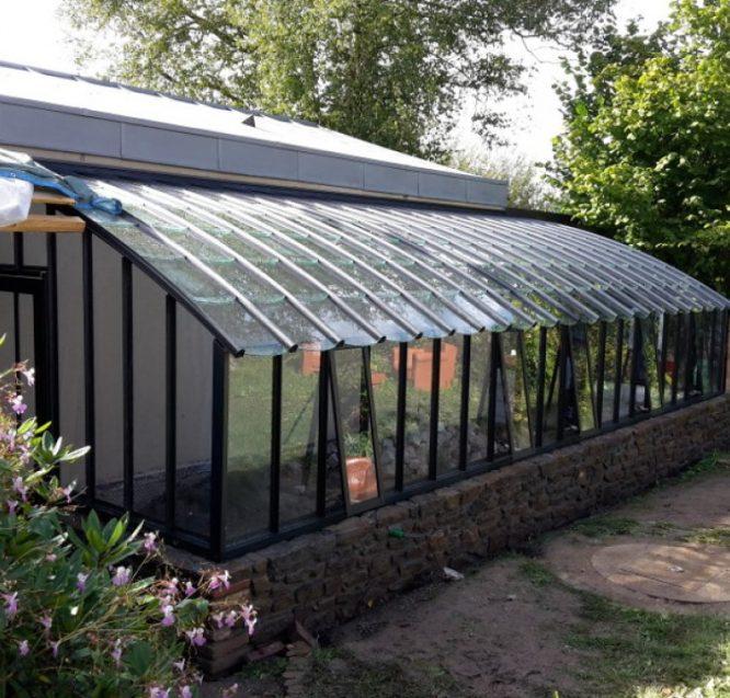 Installation d'une serre ancienne à toiture cintrée – Plouer s/ Rance (22 – Côte d'Armor)