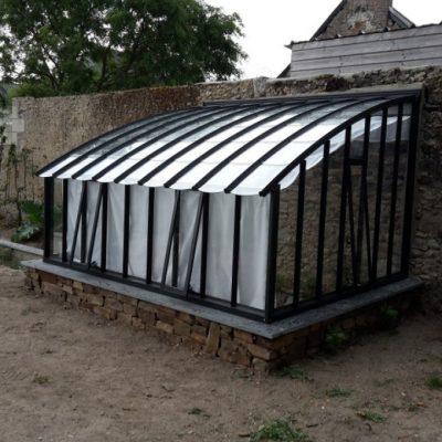 Pose serre à l'ancienne sur muret – Briollay (49 – Maine et Loire)