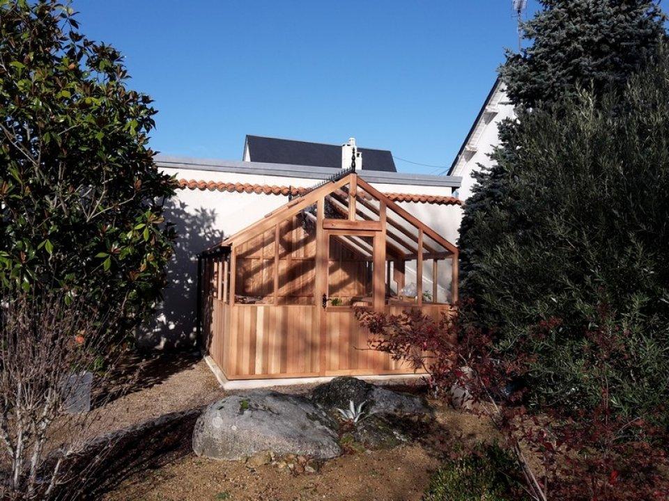 Pose d'une serre en bois à Thouars (79) vue 1