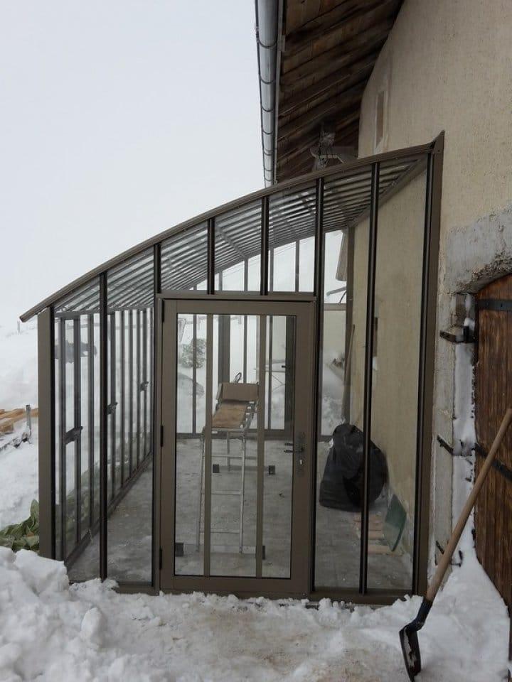 Montage d'une serre à l'ancienne adossée à Villes (01) vue 3
