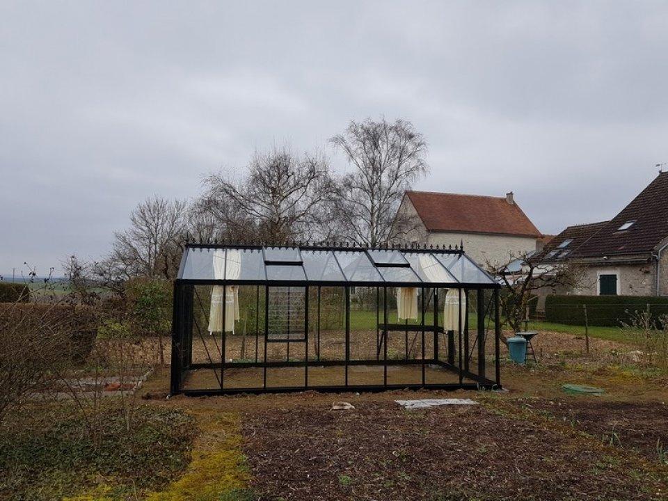 Installation d'une serre victorienne à Préhy (89) vue 1