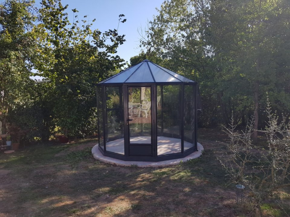 Montage d'un Kiosque de culture - Clisson (44 - Loire-Atlantique) vue 1