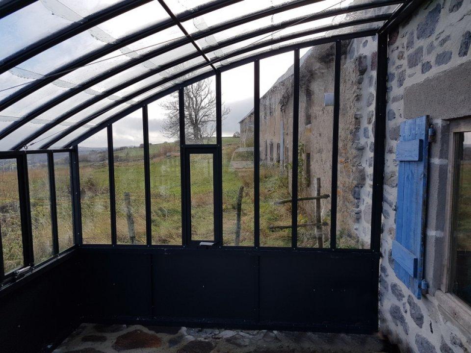 Montage d'une serre à l'ancienne adossée – Anzat Le Luguet (63 – Puy-de-Dôme) vue 3