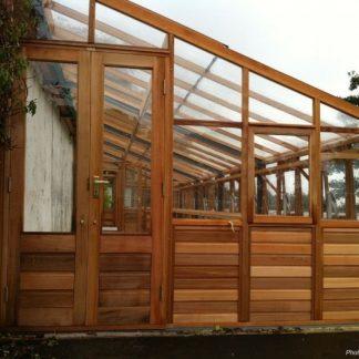 Serre de culture adossable avec soubassement - Structure en bois - Classic bois 10 adossée soubassement (Vue 0)