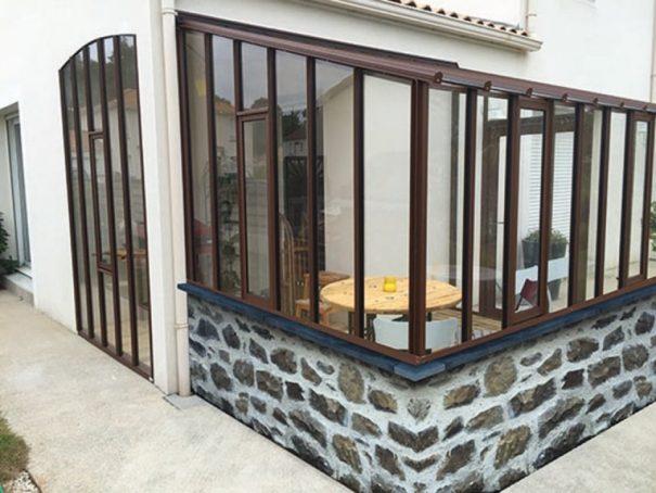 Serre de jardin à l'ancienne adossée sur muret - Structure aluminium - Hortense sur Muret (Vue 1)