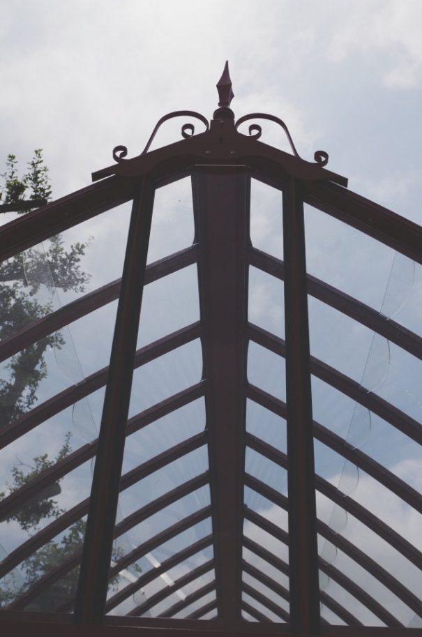 Verrière à l'ancienne style fer forgé - Structure aluminium - Eugénie Classique (Vue 2)
