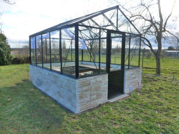 Serre de culture laquée avec imposte sur muret - Structure Aluminium - Mirabelle Mur Victorian (Vue 2)