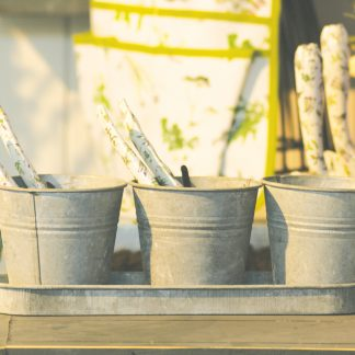 3 pots de fleurs avec soucoupe en zinc patiné (Vue 0)