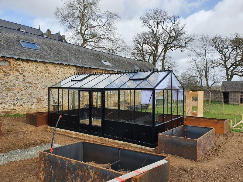 Installation-dune-serre-a-lancienne-avec-embase-Laval-53-Mayenne-vue-2