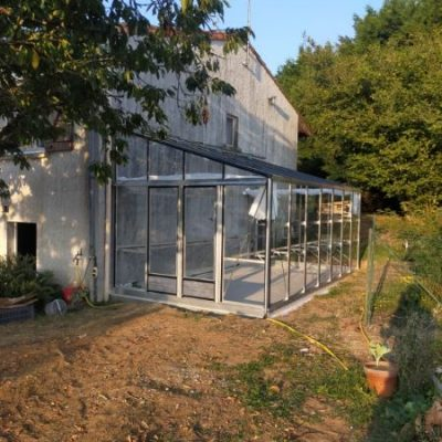 Installation d'une grande serre adossée en aluminium – Gorges (44 – Loire Atlantique)