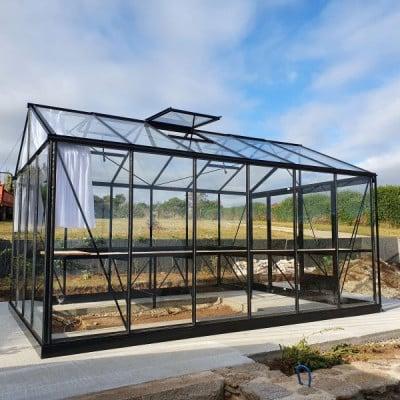 Installation d'une serre victorienne en aluminium – Plougonvelin (29 – Finistère)